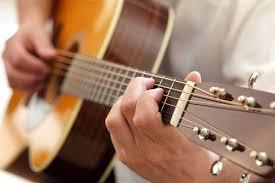 Mua đàn Classic hay Acoustic???