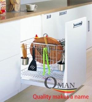 Tại sao bạn nên sở hữu kệ gia vị tủ bếp trong không gian bếp nhà mình