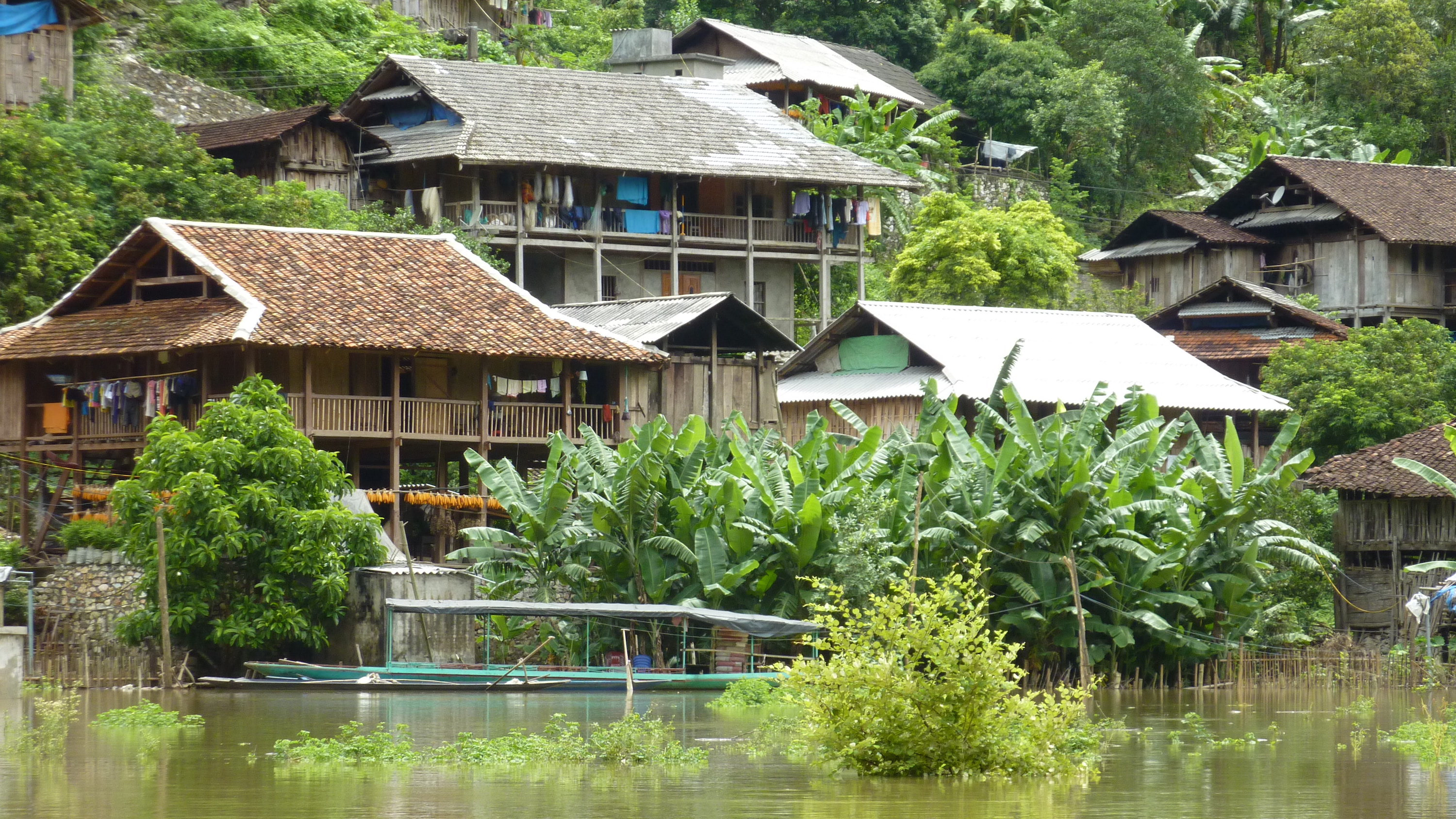 Home stay in Ba Ba Lake
