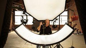 Hắt sáng cong hỗ trợ chụp chân dung chuyên nghiệp