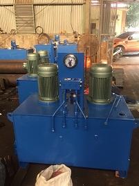 1 Lắp trạm nguồn và xi lanh thuỷ lực dự án thuỷ điện