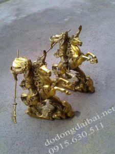 Tượng quan Vân Trường cưỡi ngựa