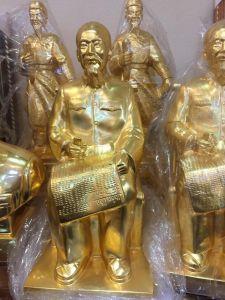 Tượng Bác Hồ ngồi mạ vàng