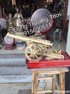 Pháo đại bác- chất liệu đồng vàng chạm hoa văn