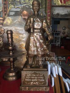 Tượng Trần Quốc Tuấn khảm tam khí cao 70cm, chất liệu đồng đỏ