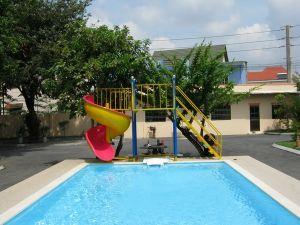 Cầu trượt bể bơi 10