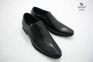Giày đen ht chấm lá