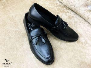 Giày đen sọc chuông