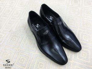 Giày đen viền mũi
