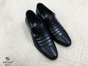 Giày đen chấm nhỏ đai ngang 3 vằn nổi