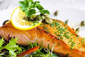 Salat cá hồi áp chảo