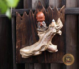 Thác Khói Trầm Hương Chú Tiểu Ngồi Thiền