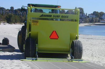 Dùng máy lọc cát làm sạch bãi biển Quy Nhơn