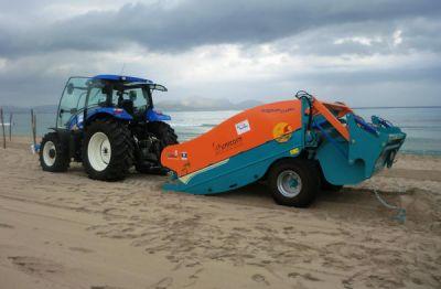 Sàng lọc cát, làm sạch bãi biển Tuy Hòa