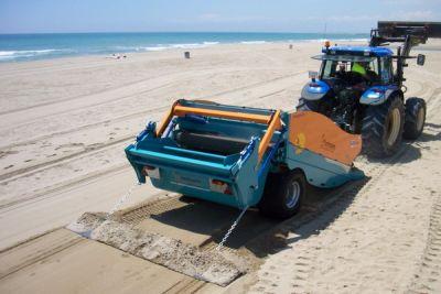Máy làm sạch bãi biển Trà Cổ, Quảng Ninh
