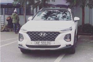 Khách hàng mua xe Santafe 2019 tại Hyundai Long Biên bốc được biển ngũ quý