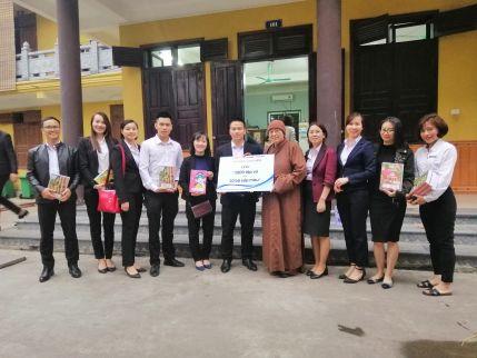 Hyundai Long Biên tới thăm và tặng quà các em nhỏ tại chùa Bồ Đề, Long Biên, Hà Nội