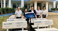 Hyundai Long Biên tặng trường PT-CS Hy Vọng 10 chiếc ghế đá