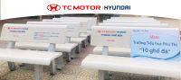 Hyundai Long Biên tặng trường tiểu học Phú Thị 10 chiếc ghế đá