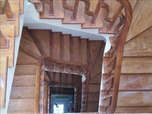 lan can mặt bậc gỗ