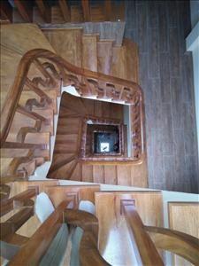 lan can tay vị cầu thang mặt bậc gỗ