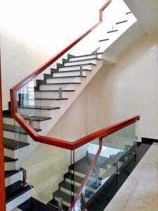 lan can cầu thang kính