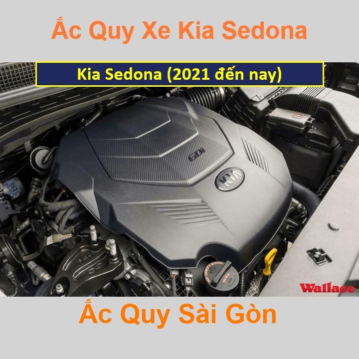 Vị trí bình ắc quy Kia Sedona ở dưới nắp ca pô, bình nằm ngang, phía trước, bên tài.