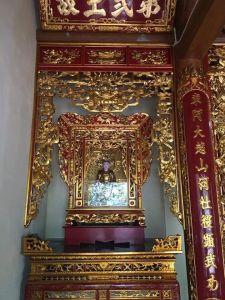 Gian thờ 25