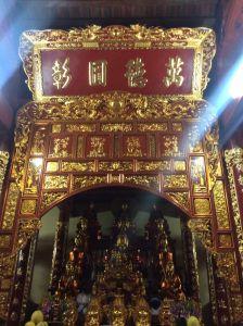 Gian thờ 14