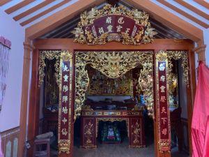 Gian thờ 19
