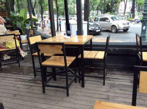 Bộ bàn ghế sắt mặt gỗ thông pallet BGS3