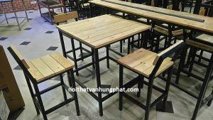 Bàn ghế bar chân sắt mặt gỗ BGS14