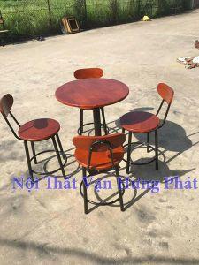 Mẫu bộ bàn ghế cafe chân sắt mặt gỗ cao su BGCF14