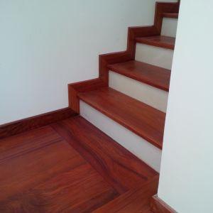 Đá cổ cầu thang