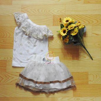 Bộ váy thiết kế áo lệch ren vai màu trắng