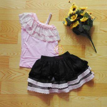 Bộ thiết kế áo lệch vai hồng váy đen