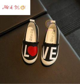 giày lười in hình chữ LOVE cho bé gái