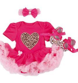 Set body suit kèm băng đô và giày in hình trái tim  cho bé gái