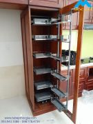 Kệ tủ đồ kho với hệ thống chia tầng 12 rỗ đựng cho gian bếp hiện đại