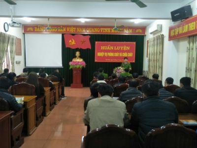 Huấn luyện nghiệp vụ PCCC&CNCH các cơ sở kinh doanh dịch vụ trên địa bàn thành phố Hà Tĩnh.