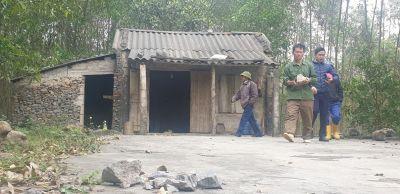 Đá từ mỏ của Công ty CP Xi măng Tân Thắng văng vào vườn nhà, người dân khiếp đảm