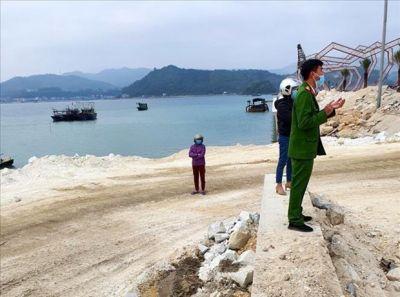 Xử phạt 100 triệu đồng công ty đổ trộm đất ra vịnh Bái Tử Long