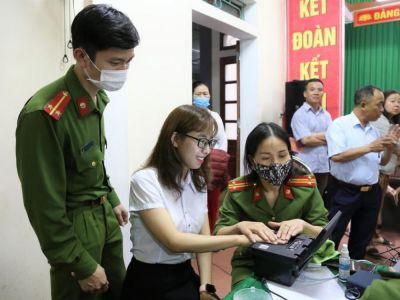 Hà Tĩnh: Tuổi trẻ Công an Thạch Hà ngày đêm miệt mài làm CCCD cho người dân