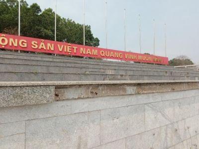 Quảng trường huyện thi công chưa xong đã xuống cấp nghiêm trọng