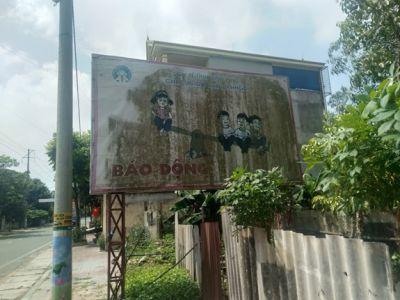 Tấm biển gây mất mỹ quan đô thị
