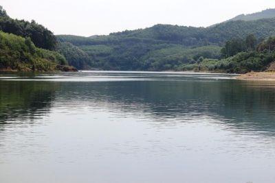 Phát hiện cô gái Huế chèo thuyền vượt sông thăm chồng sắp cưới đang cách ly