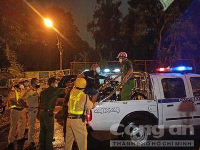 TPHCM: Tổ 363 khống chế người đàn ông nước ngoài gây rối tại chốt kiểm soát