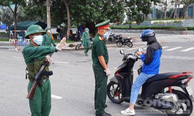 Công an và Quân đội kiểm soát nghiêm ngặt người lưu thông tại TPHCM