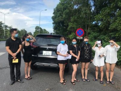 Bí ẩn chiếc ô tô chở 6 cô gái dùng 6 tờ giấy đi đường giả