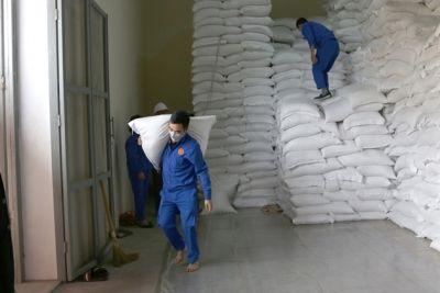 Xuất cấp hơn 1.847 tấn gạo hỗ trợ người dân 2 tỉnh bị ảnh hưởng bởi dịch COVID-19